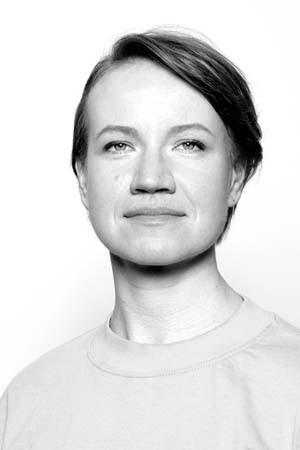 yoga-school-amsterdam-teacher-Daria-Mnych